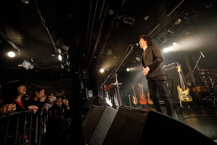 開演の挨拶をする有江嘉典。(Photo by Chiyori)
