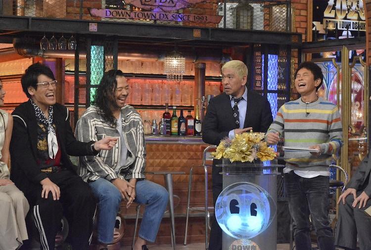 左から古坂大魔王、中邑真輔、ダウンタウン。(c)NTV
