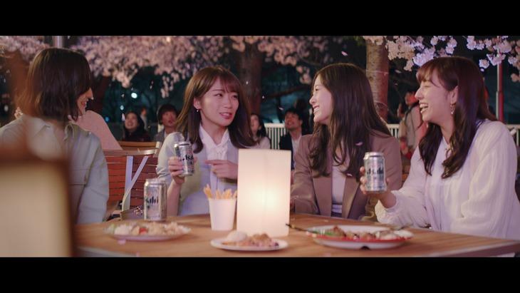 アサヒビール「アサヒスーパードライ」新テレビCM「春、旅立ち篇」のワンシーン。