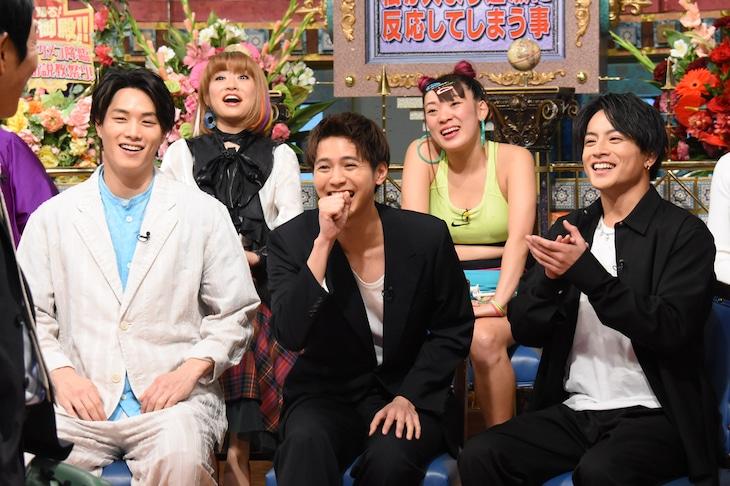 左から鈴木伸之、杉山弥紀佳、片寄涼太、フワちゃん、白濱亜嵐。(c)NTV