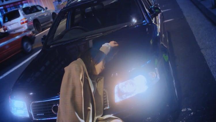アイナ・ジ・エンド「死にたい夜にかぎって」MVのワンシーン。