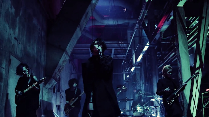 lynch.「XERO」MVのワンシーン。