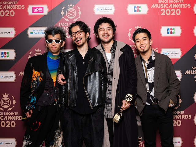 BEST ROCK ARTISTを受賞したKing Gnu。
