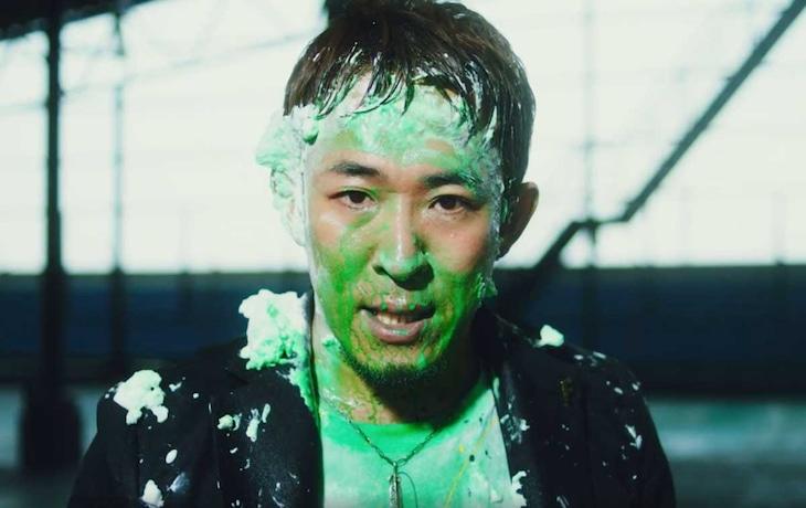 ファンキー加藤「終われない歌」ミュージックビデオのワンシーン。