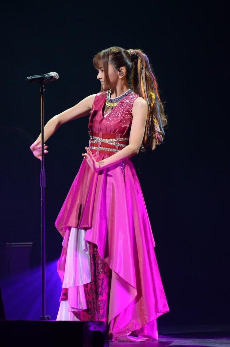 """倉木麻衣「20th Anniversary Mai Kuraki Live Project 2019 """"Let's GOAL!~薔薇色の人生~""""」より。"""