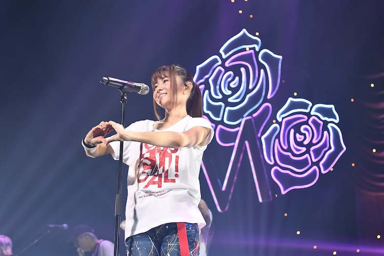 "倉木麻衣「20th Anniversary Mai Kuraki Live Project 2019 ""Let's GOAL!~薔薇色の人生~""」より。"