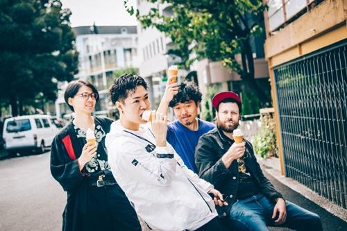SMTK。左から細井徳太郎(G)、松丸契(Sax)、石若駿(Dr)、マーティ・ホロベック(B)。