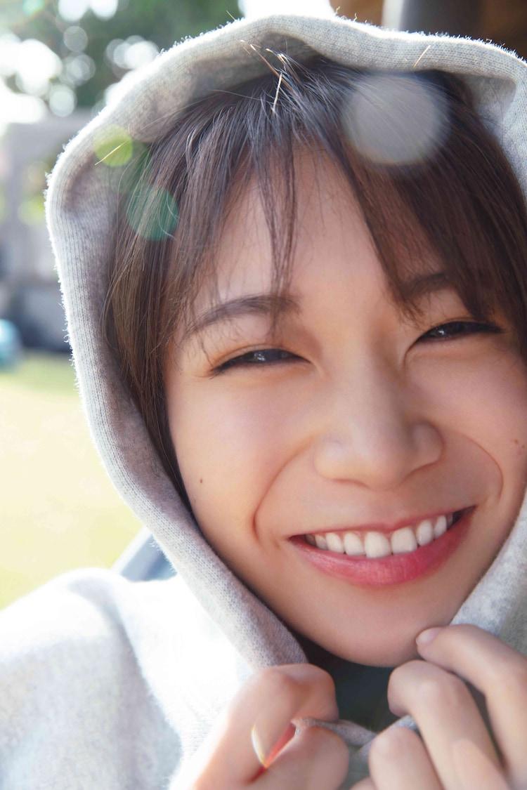 秋元真夏(乃木坂46)2nd写真集「しあわせにしたい」HMV版裏表紙(撮影:倉本GORI)
