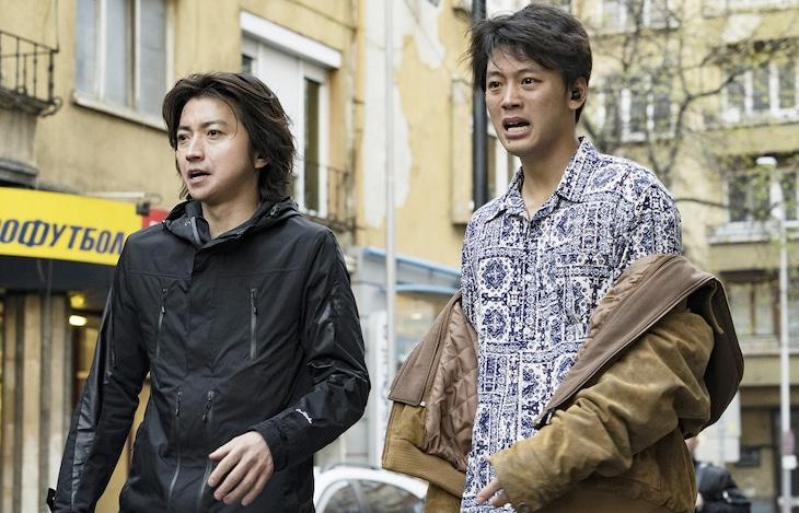映画「太陽は動かない」より。(c)吉田修一/幻冬舎 (c)2020「太陽は動かない」製作委員会