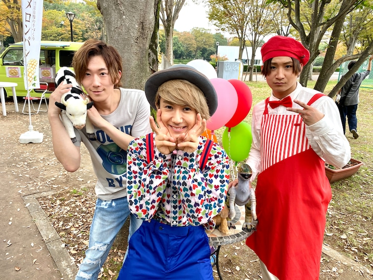 NHK連続テレビ小説「エール」 撮影時のオフショット。左から春斗、末吉9太郎、綾介。