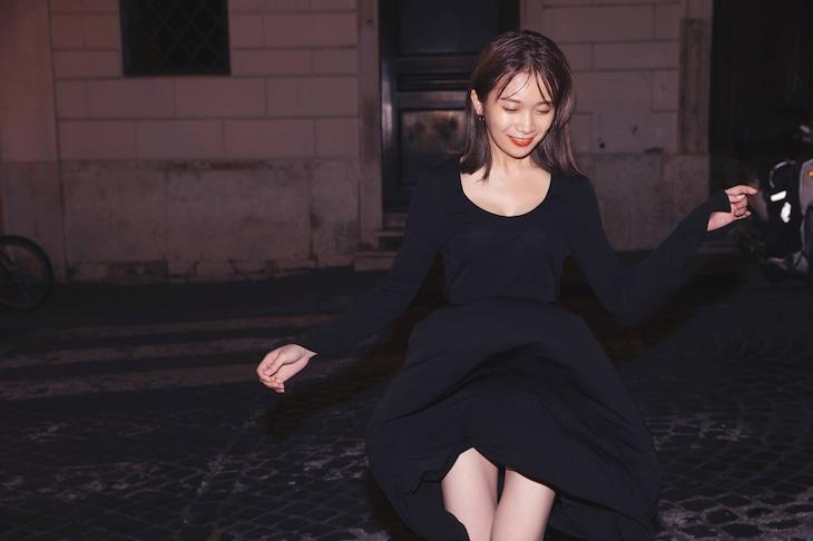 秋元真夏(乃木坂46)2nd写真集「しあわせにしたい」より。(撮影:倉本GORI)