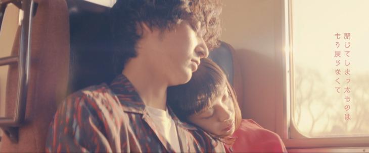 indigo la End「チューリップ」MVのワンシーン。