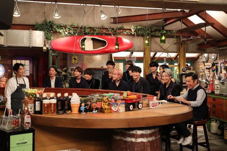 JO1が出演する「おかべろ」のワンシーン。(c)関西テレビ