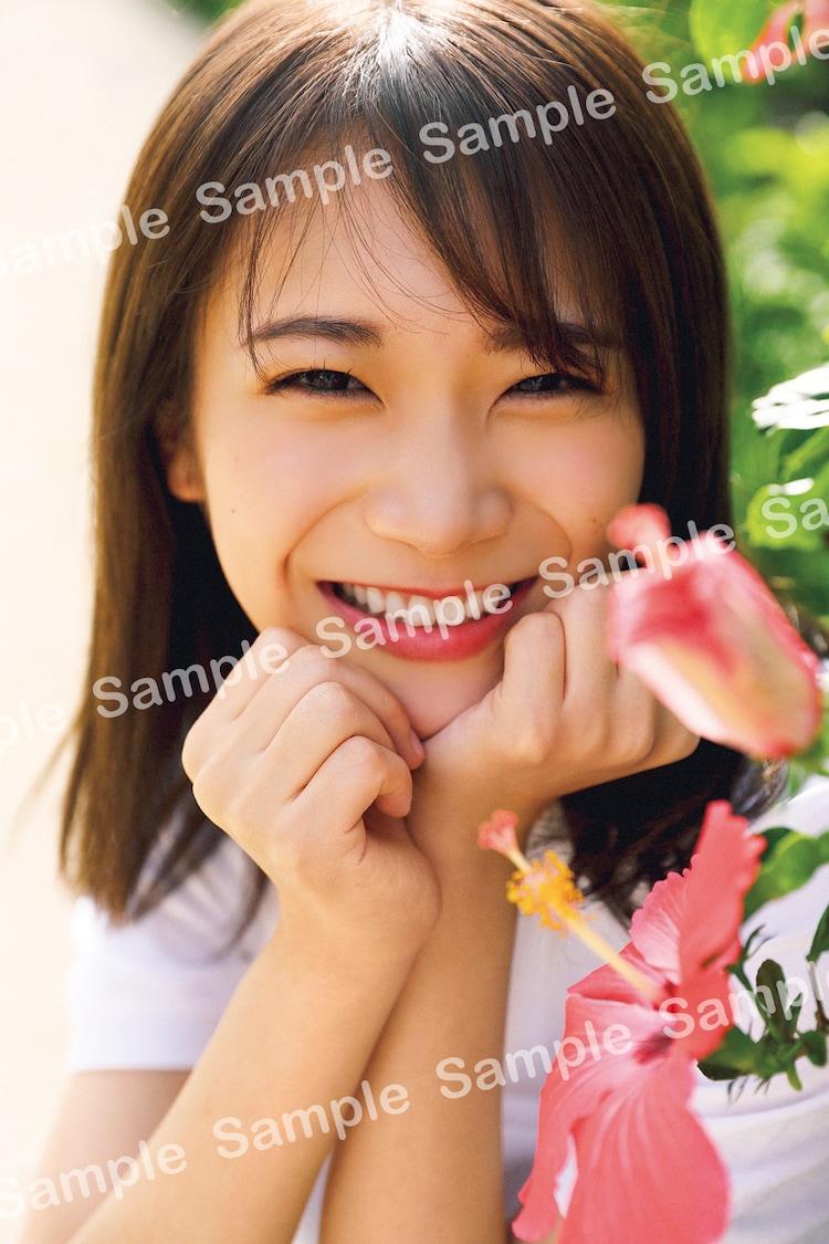 秋元真夏(乃木坂46)2nd写真集「しあわせにしたい」封入特典ポストカード(撮影:倉本GORI)