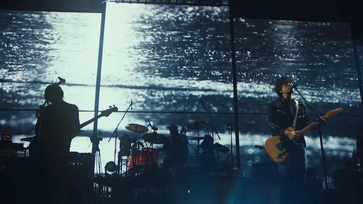 back number「雨と僕の話」ライブ映像より。