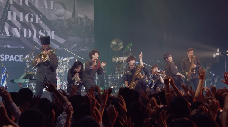 Official髭男dism「PUMP UP SHOWTIME by au」限定ライブ映像より。