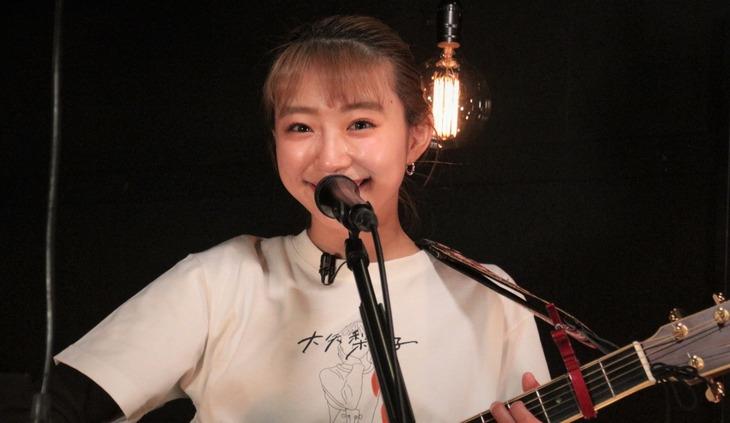 昨日4月3日に配信されたライブ「僕はまだ歌い続ける」のワンシーン。