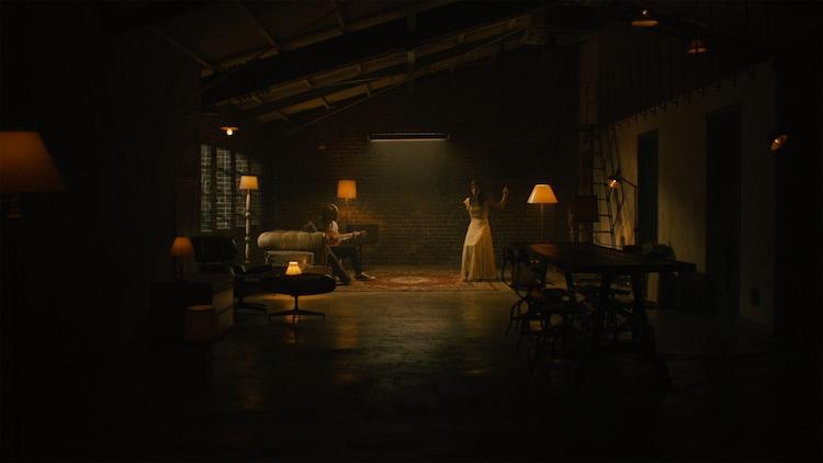 milet「The Love We've Made」ミュージックビデオより。
