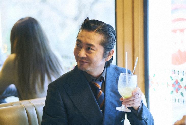 岡野役の増子直純(怒髪天)。(c)テレビ東京