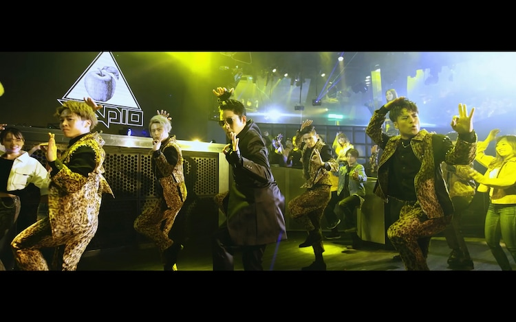 RADIO FISH「神様Disco」MVのワンシーン。