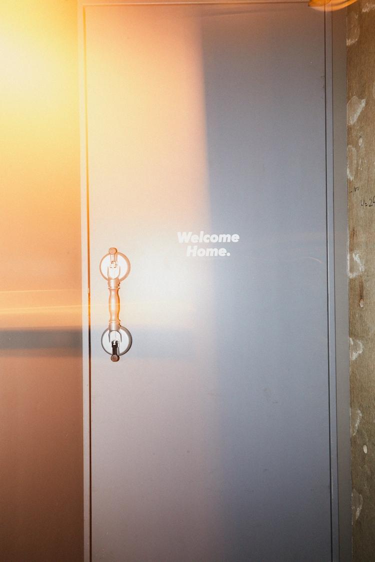 LIVE HAUSのフロアへと続く扉。