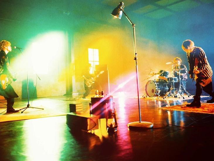 Thinking Dogs「Heavenly ideas」ミュージックビデオのワンシーン。