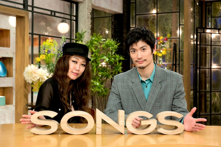 左からJUJU、三浦春馬。(写真提供:NHK)