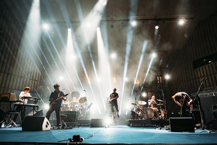2019年の「MDT Festival」におけるROVOのライブの様子。