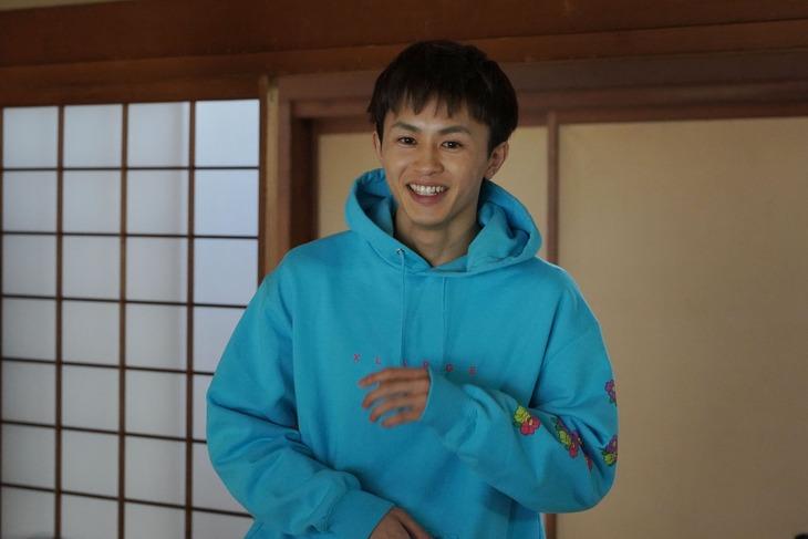 草川拓弥(超特急)演じる六郎。(c)日本テレビ