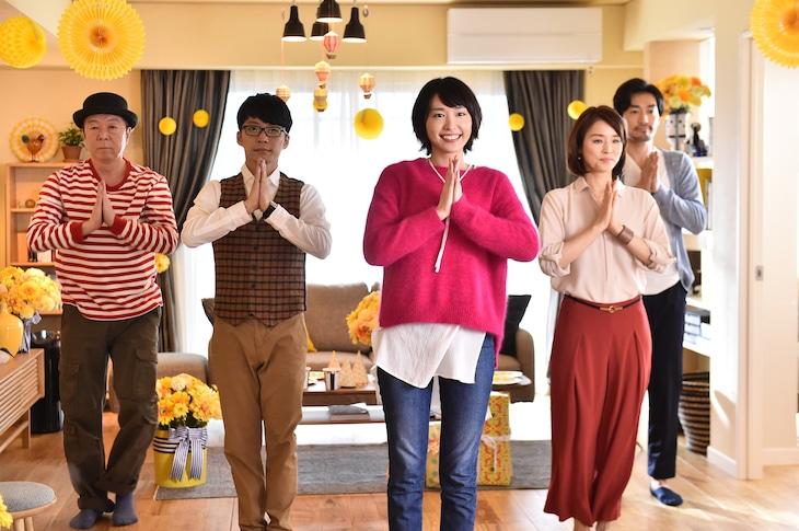 """「逃げるは恥だが役に立つ」エンディングの""""恋ダンス""""のワンシーン。 (c)TBS"""