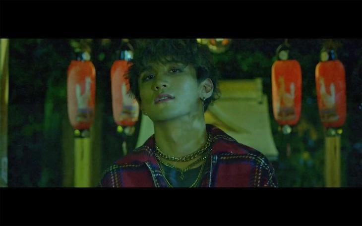 JINH「Very Good」ミュージックビデオより。