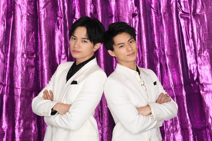 左から中島健人(Sexy Zone)、平野紫耀(King & Prince)。(c)日本テレビ