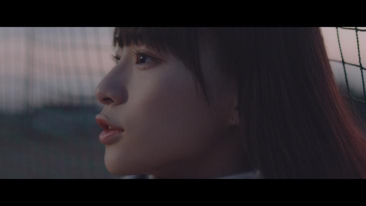 冨田菜々風「空白の花」ミュージックビデオのワンシーン。