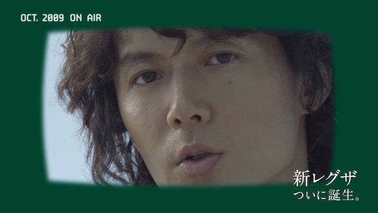 福山雅治が出演するレグザ予告CM「あの頃のCM / 時を超えて」編より。