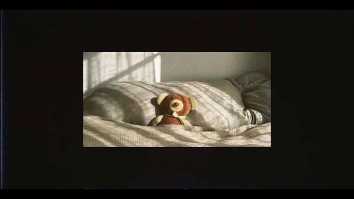 Sano ibuki「ファーストトイ」ミュージックビデオのワンシーン。