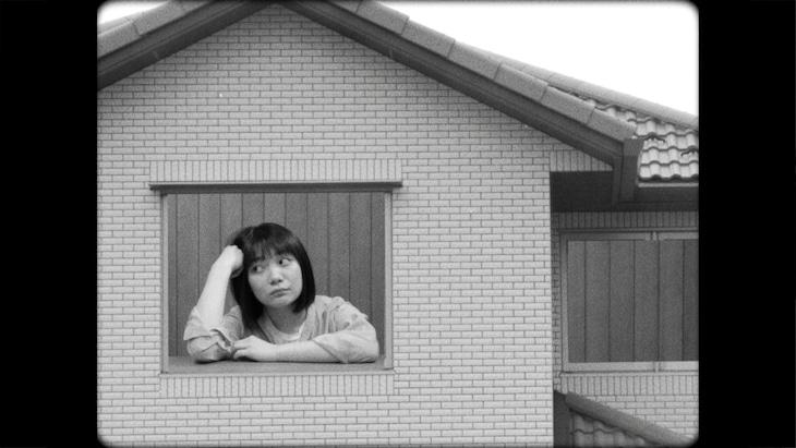 三浦透子「波がたった」ミュージックビデオより。