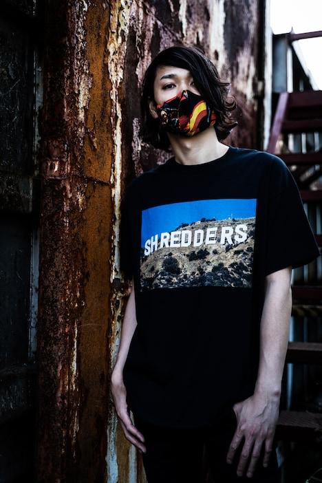 Shredders SocietyのTシャツを着用したko-hey(NAMBA69)