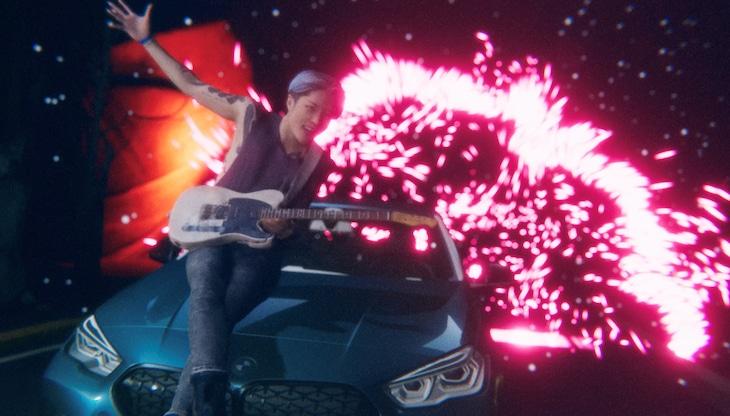 MIYAVI「Need for Speed」ミュージックビデオのワンシーン。