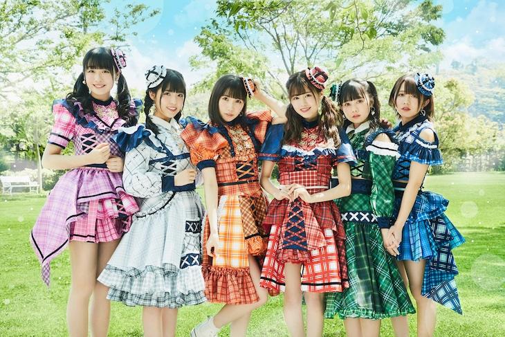 FES☆TIVE。右から2番目が近藤沙瑛子。