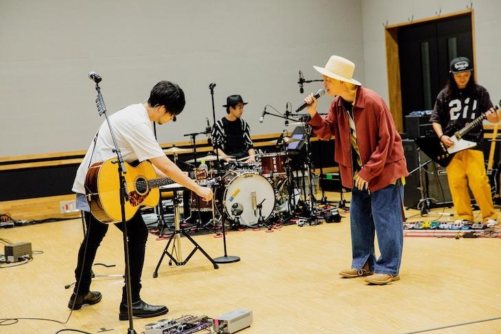 吉田山田「無観客スタジオ配信生Live」の様子。(撮影:白石達也)