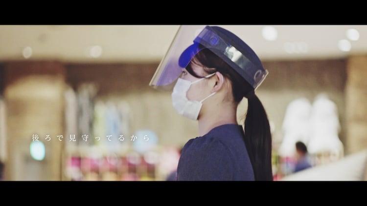AKB48「離れていても」MVのワンシーン。(c)AKB48 / キングレコード