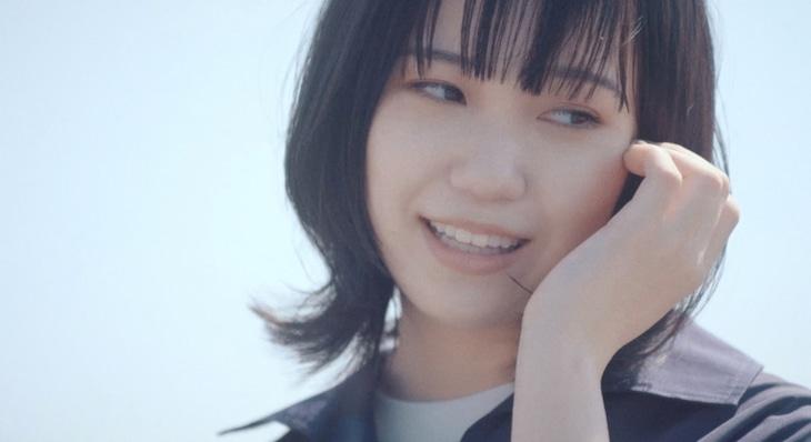 Karin.「君が生きる街」MVのワンシーン。