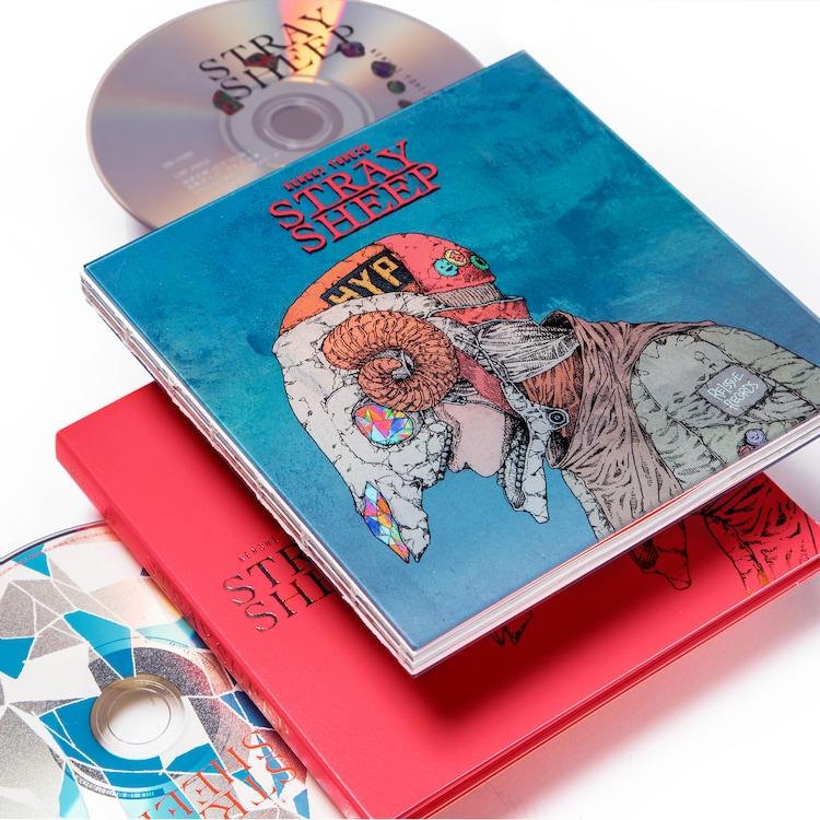 米津玄師「STRAY SHEEP」アートブック盤(DVD)を展開した様子。