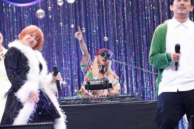 左から矢口真里、DJ KOO、岡野陽一。(写真提供:エイベックス)