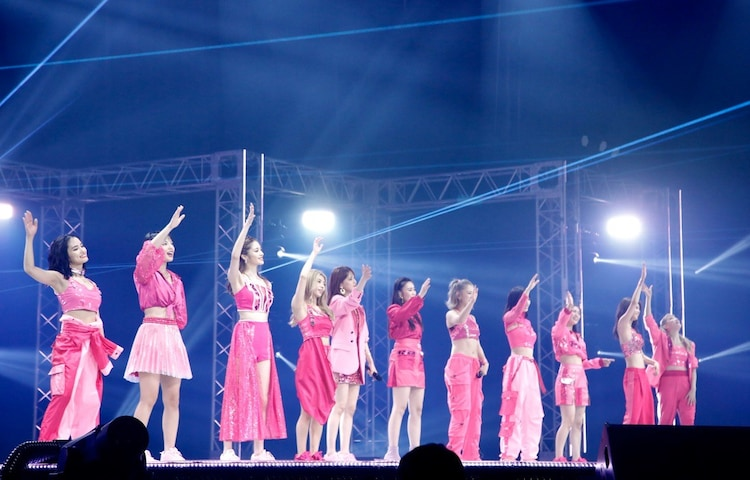 E-girls「LIVE×ONLINE」の様子。(写真提供:LDH)