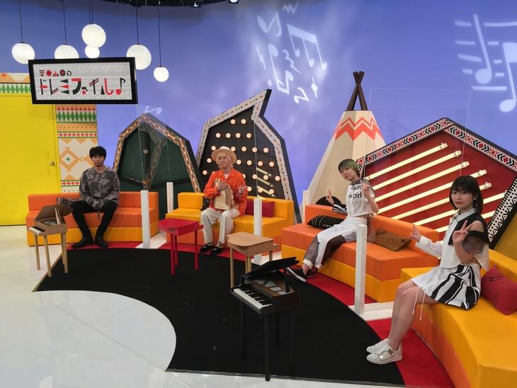 左から吉田山田、コショージメグミ、矢川葵。