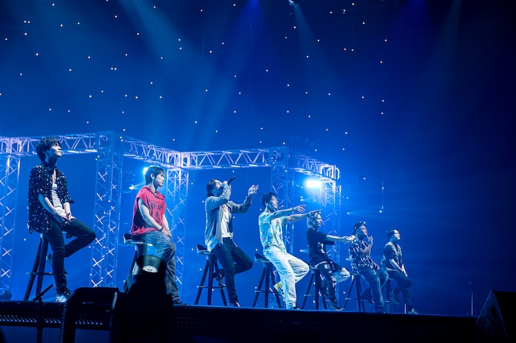 「starting over」をパフォーマンスする三代目 J SOUL BROTHERS from EXILE TRIBE。