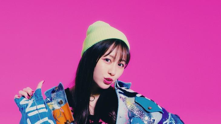 佐々木彩夏「Girls Meeting」ミュージックビデオのワンシーン。