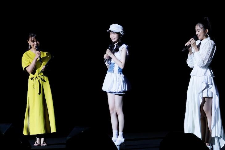 左からMCの保田圭、山崎愛生(モーニング娘。'20)、岸本ゆめの(つばきファクトリー)。