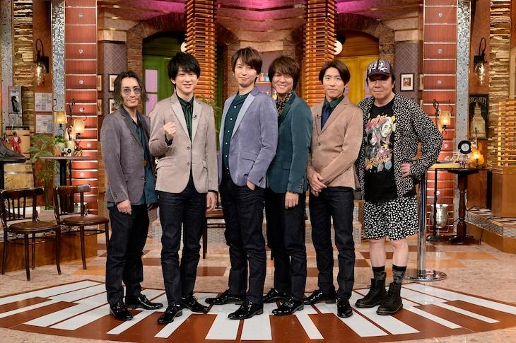 関ジャニ∞と古田新太(右)。(c)テレビ朝日